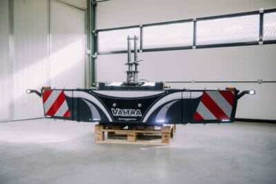 Valtra-Tractor-lights-marking-width-safety