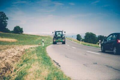 Traktor-Sichbarkeit-Straßenverkehr-Tagfahrlicht