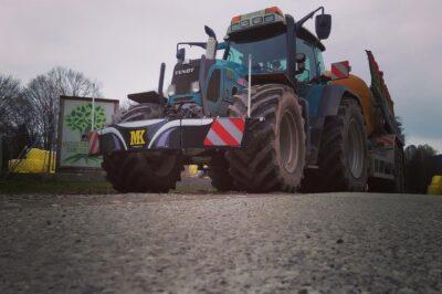 Traktor-Fendt-Unterfahrschutz-Beleuchtung