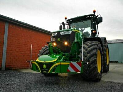 johndeere-Tagfahrlicht-Blinker-Breitemarkierung-traktor